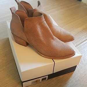 Dolce Vita Perforated Tan Leather Bootie 8.5